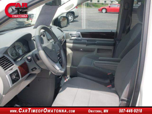 Title #www.dealerpacim.net/vehicle_images/mncartime/0015309/00070_2010-chrysler-town-country-15309.jpg