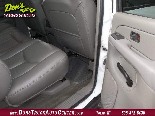 Title #www.dealerpacim.net/vehicle_images/widonsauto/0024438/00100_2005-chevrolet-silverado-12-ton-crewcab-24438.jpg
